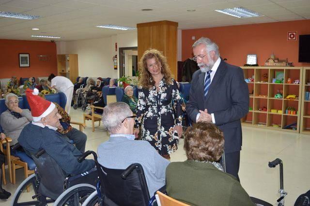 El alcalde de Talavera visita el centro de mayores 'Casablanca'