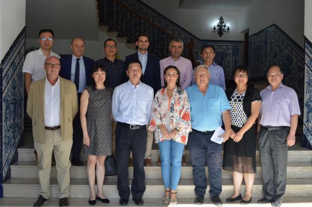 Parte del Equipo de Gobierno con los representantes del distrito de Putuo (Shanghái) en el Ayuntamiento de Talavera