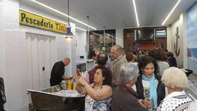 'Pescadería Tinín', tradición e innovación van de la mano en su nueva ubicación (IMÁGENES)