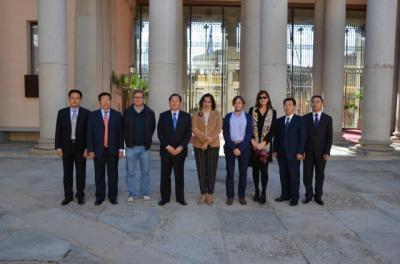 La UCLM estudia implantar titulaciones oficiales conjuntas con universidades chinas