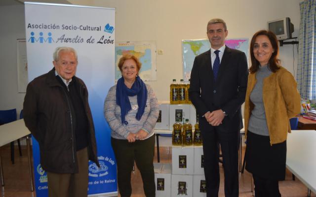La Asociación 'Aurelio de León' de Talavera recibe 500 litros de aceite de la Diputación