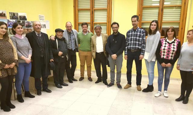 El delegado de la Junta en Talavera, David Gómez Arroyo, junto a miembros de las asociaciones del programa #Entre Paseos