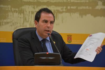 El PSOE tacha de vergonzosa la oferta del rector de la Universidad