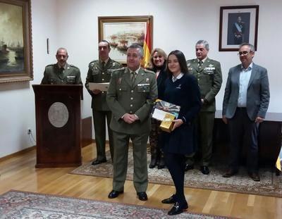 Lía Poza, alumna de los Maristas de Talavera, premiada por el Ministerio de Defensa