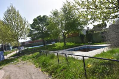 Los vecinos del barrio de Santa María preocupados por las obras de su piscina