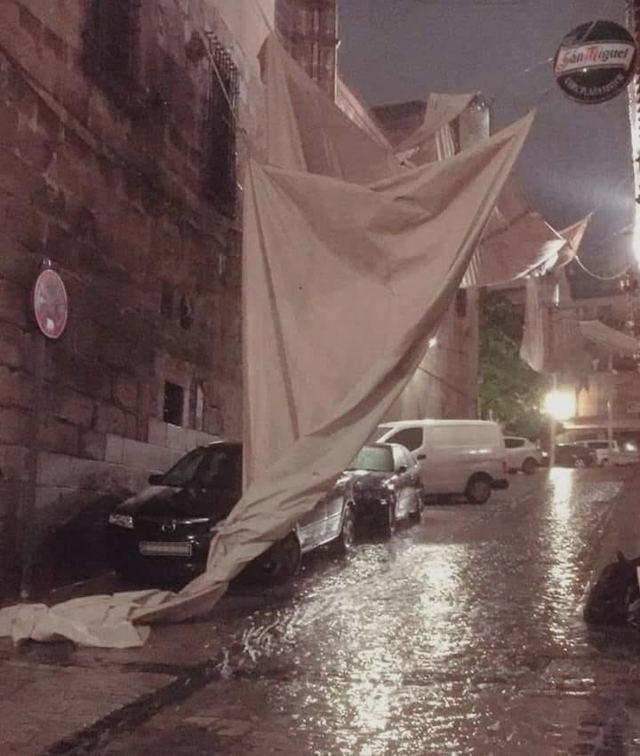 Una fuerte tormenta destroza varios toldos del Corpus de Toledo