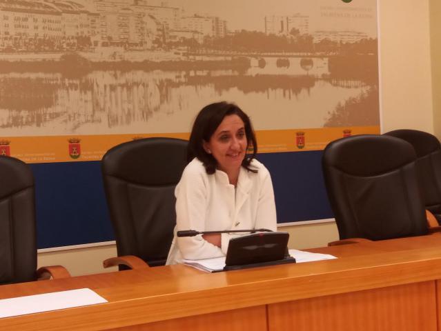 la La viceportavoz, Flora Bellón, durante la rueda de prensa