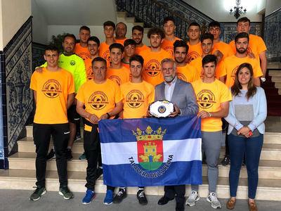 El CF Élite recibido en la puerta Noble del Ayuntamiento de Talavera