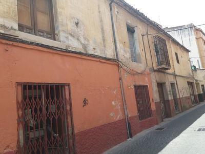 IMÁGENES | Denuncian el 'completo abandono', por parte del Ayuntamiento, de edificios de titularidad municipal