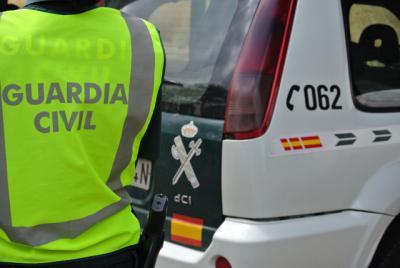 Cuatro detenidos tras cometer un robo y embestir a un coche de la Guardia Civil