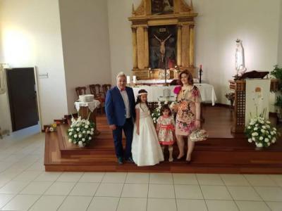 Nayra Pérez Chico recibe la Primera Comunión