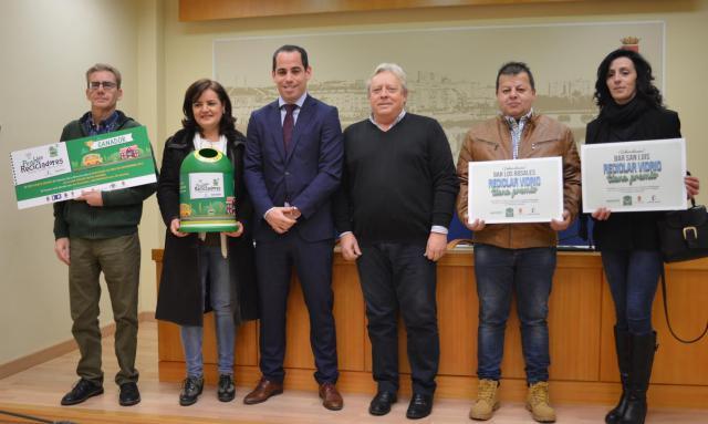El Ayuntamiento y Ecovidrio premian a los centros escolares y locales de hostelería que más vidrio han reciclado