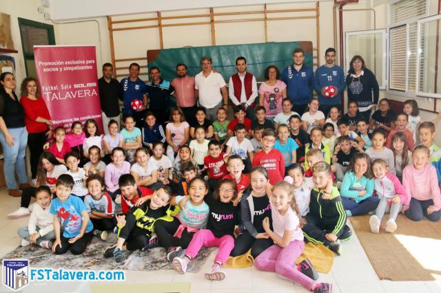 La iniciativa 'Aula Fútsal' visitó este jueves la localidad de Navalcán