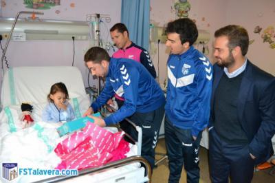 El Soliss FS Talavera compartió una mañana con los niños del Hospital