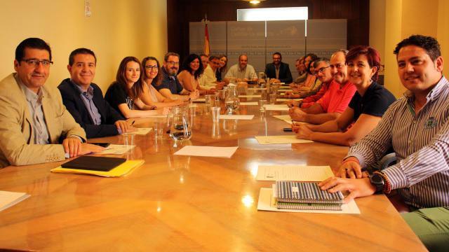 El PSOE, partidario de que en la Mesa de las Cortes estén PP y Cs