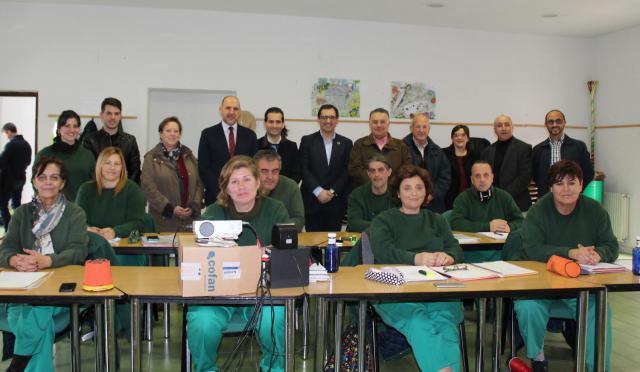 Visita al alumnado del programa RECUAL 'Cabeza del oso II´ en El Real de San Vicente