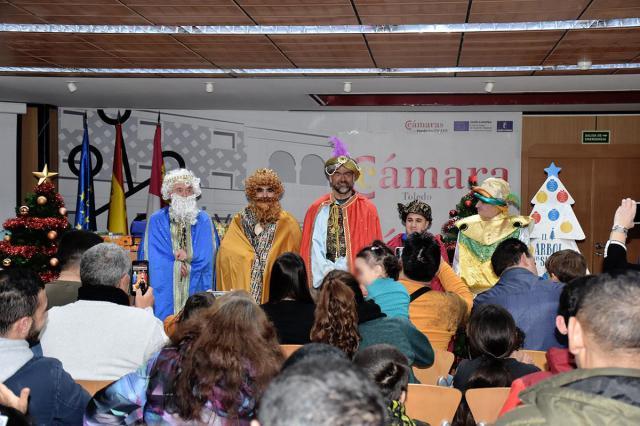Llegada Solidaria de los Reyes Magos' a la Cámara de Comercio de Talavera