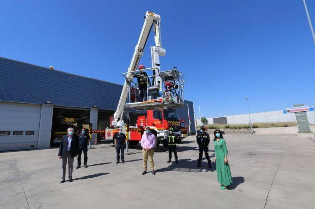 ILLESCAS | La Diputación de Toledo presenta un nuevo vehículo para el Parque de Bomberos