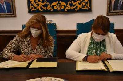 TALAVERA | La firma de Tita García por el