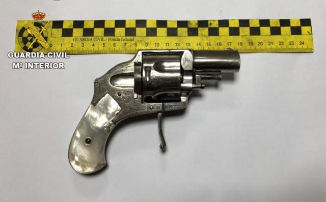 ESCALONA   4 detenidos: marihuana, pistola y... aceite robado