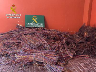 4 DETENIDOS | Robaron casi 1.000 kilos de cable del tendido telefónico