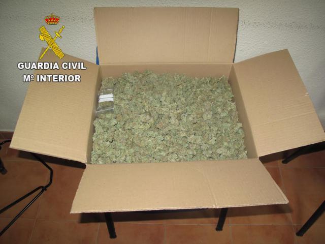 MARIHUANA | Pillado con 2.700 gramos de cogollos durante un control de la Guardia Civil