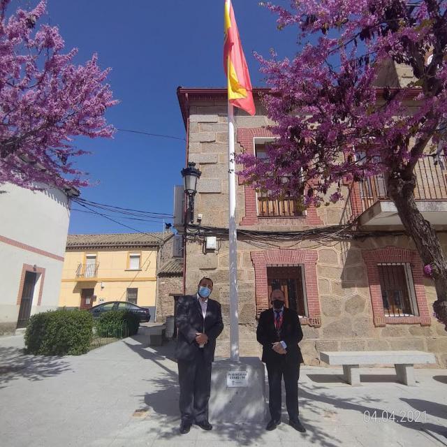 CERVERA | Una gran bandera de España y una placa en homenaje a las víctimas Covid-19