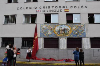 TALAVERA | Inaugurado el mural cerámico del colegio Cristóbal Colón