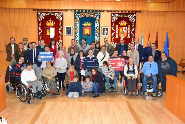 'SOS contra la soledad' de las personas con discapacidad, en el Pleno de Talavera (fotos)