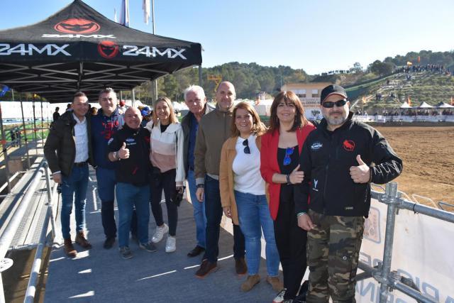 La alcaldesa de Talavera disfruta del Campeonato de España de Motocross