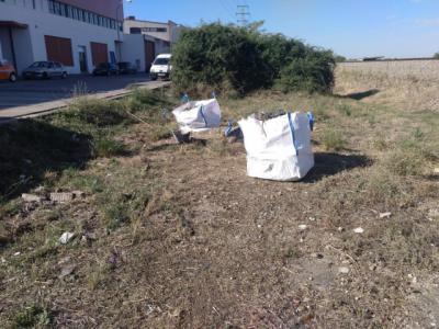 TALAVERA | El Ayuntamiento pide y ADIF cumple: limpieza junto al Polígono de La Floresta