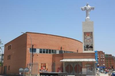 La escultura del Sagrado Corazón de Jesús ya 'reina' en Talavera