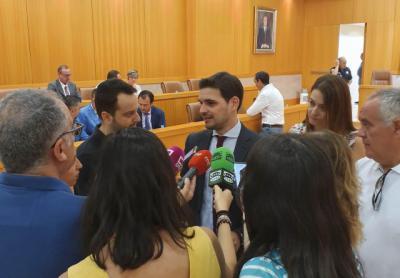Santiago Serrano en declaraciones previas al Pleno