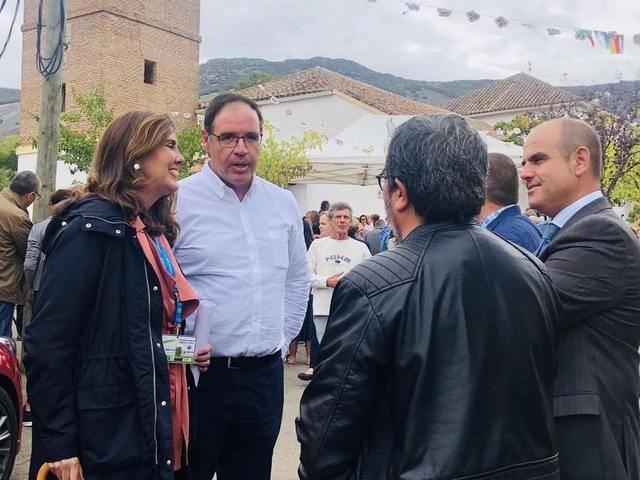 El autobús de la Feria Nacional para la Repoblación de la España Rural visita Sevilleja de La Jara