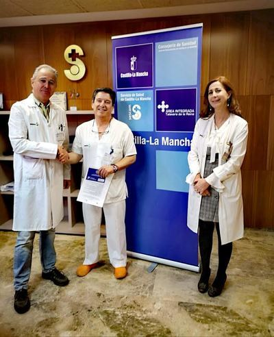José María Ruiz de Oña (i), Felipe Fondón (c) y Carmen Iglesias (d), Gerente del Área Integrada de Talavera, Presidente de la Asociación Hermandad de Donantes de Sangre de Talavera y Directora de Enfermería del Área Integrada de Talavera