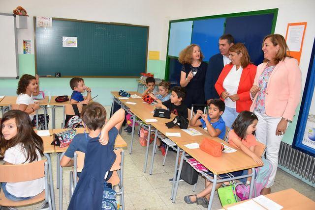 Tita García destaca la colaboración entre la comunidad educativa, el Ayutamiento y la Junta