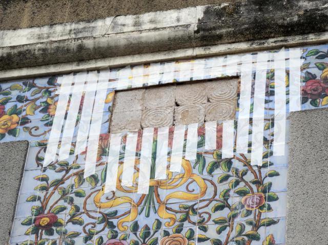 En marcha los trabajos para evitar la caída de la azulejería del edificio de El Pilar