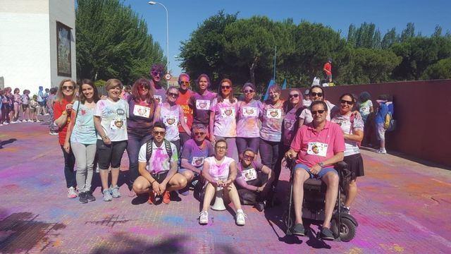 La 'Holi Run' del colegio Cristóbal Colón llena de color Talavera contra la ELA