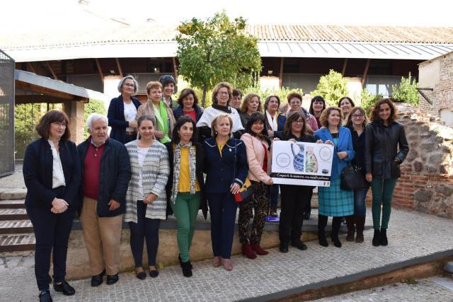 Tierras de Cerámica pone en marcha la iniciativa 'Pintoras de flores y grecas'