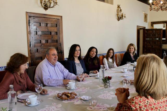 Tirado destaca que Casado viene a revolucionar el empleo femenino