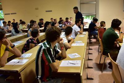 Estudiantes realizando la EvAU / Archivo