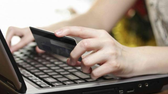 Dos detenidos por realizar apuestas en Internet con la tarjeta de crédito un compañero de trabajo
