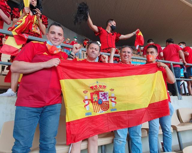 Los 'talismanes' talaveranos apoyaron a La Roja en Sevilla