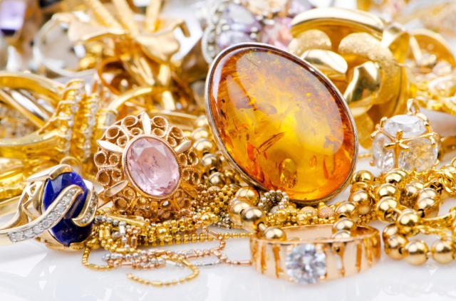 Detenido por robar joyas y 400 euros al hacerse pasar por un empleado de una compañía de electricidad