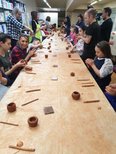 TALAVERA | Éxito del taller 'Arqueología y cerámica en familia en el Museo Ruiz de Luna'