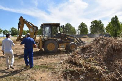 TALAVERA | El Ayuntamiento inicia los trabajos de limpieza y desbroce de solares municipales