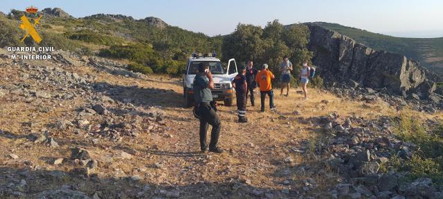 LOS NAVALUCILLOS   La Guardia Civil socorre a dos senderistas