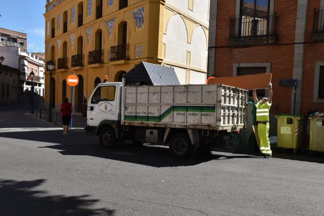 TALAVERA | Hasta 600 euros de multa por tirar muebles o enseres en la vía pública