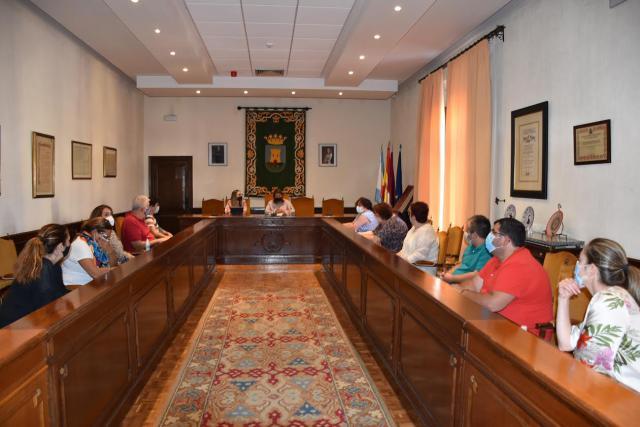 TALAVERA | La alcaldesa se reúne con la nueva directiva de la Federación de Vecinos 'Vegas del Tajo'