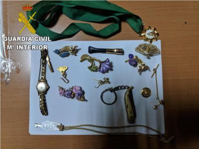 TORRIJOS | Pillado robando joyas en una casa